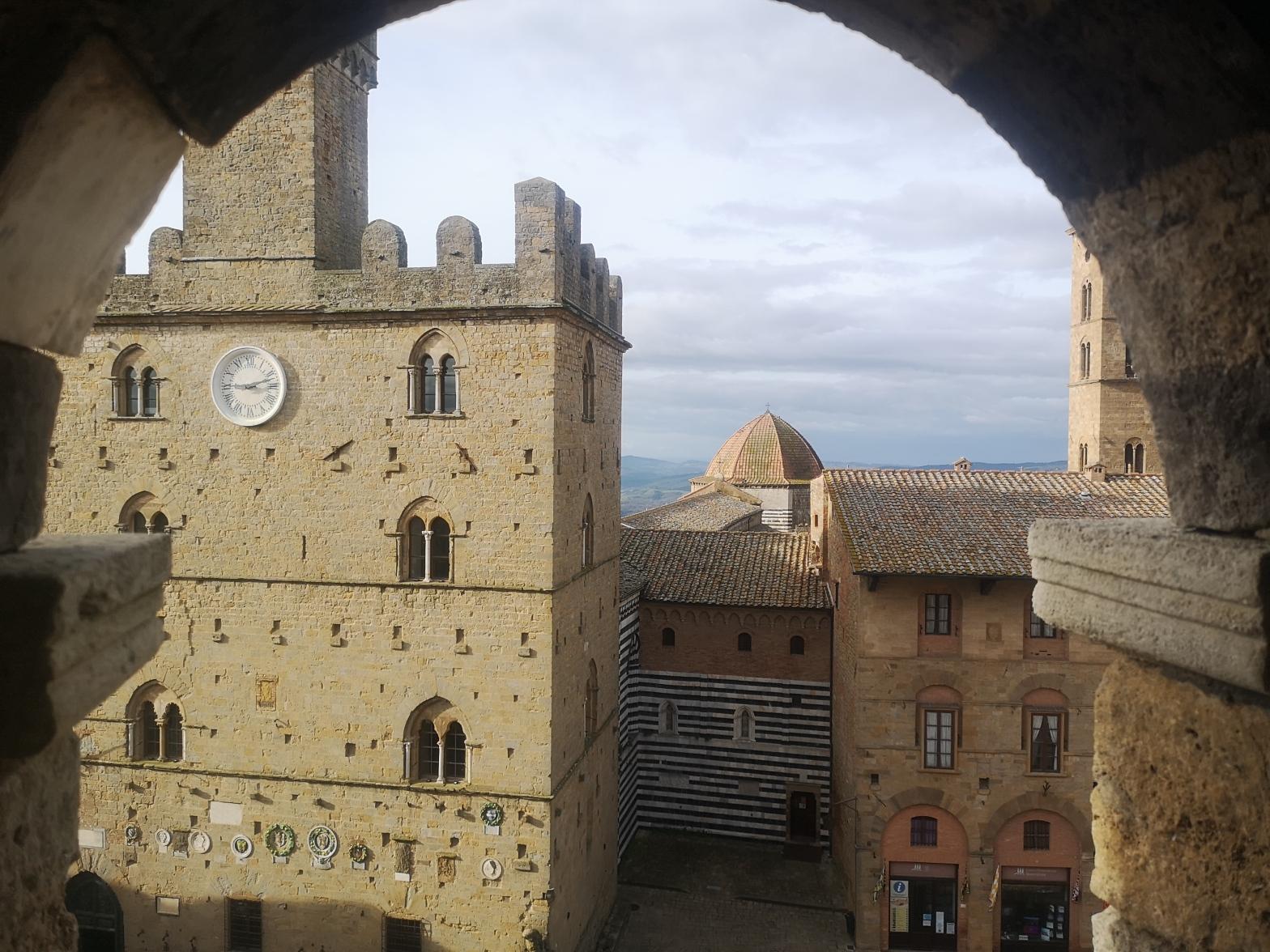 La Piazza dei Priori, Volterra
