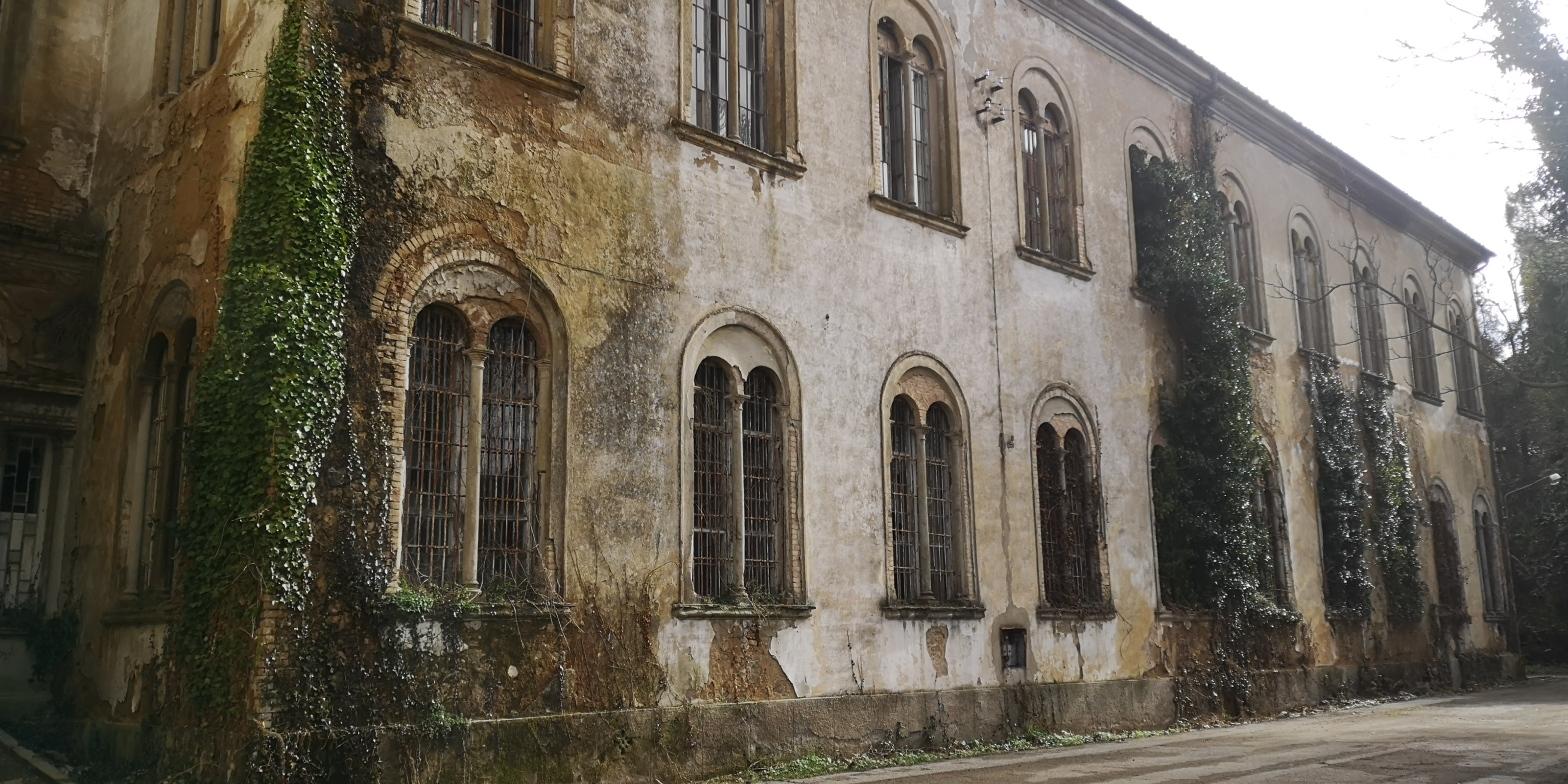 padiglione Charcot che faceva parte del ex-ospedale psichiatrico di Volterra, in stato di abandono