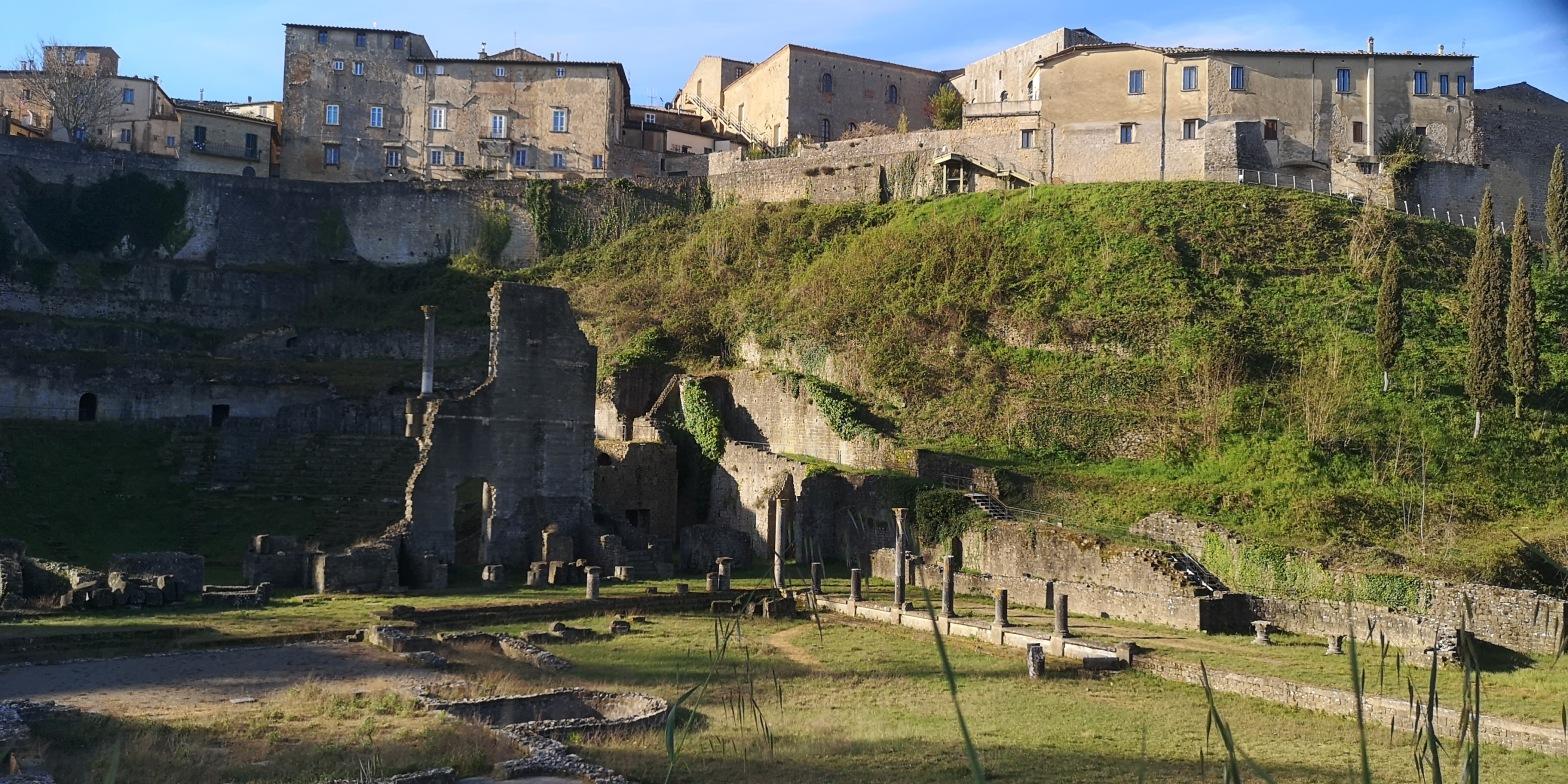 il Teatro Romano e le Terme di Vallebuona a Volterra